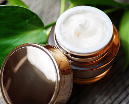 Oils and oil powders for beauty products